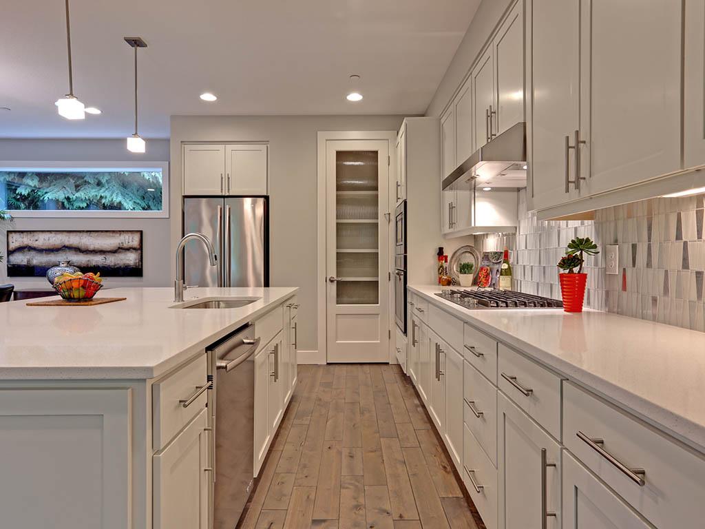 6625 SW Parkhill DR kitchen