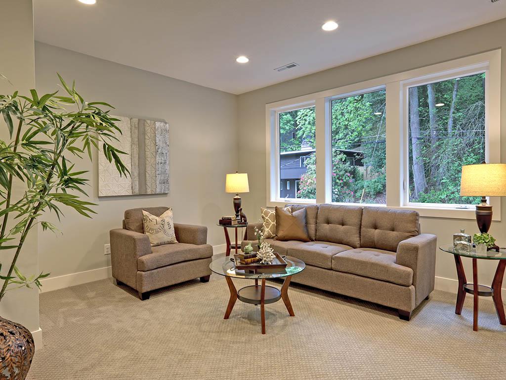 6625 SW Parkhill DR living room